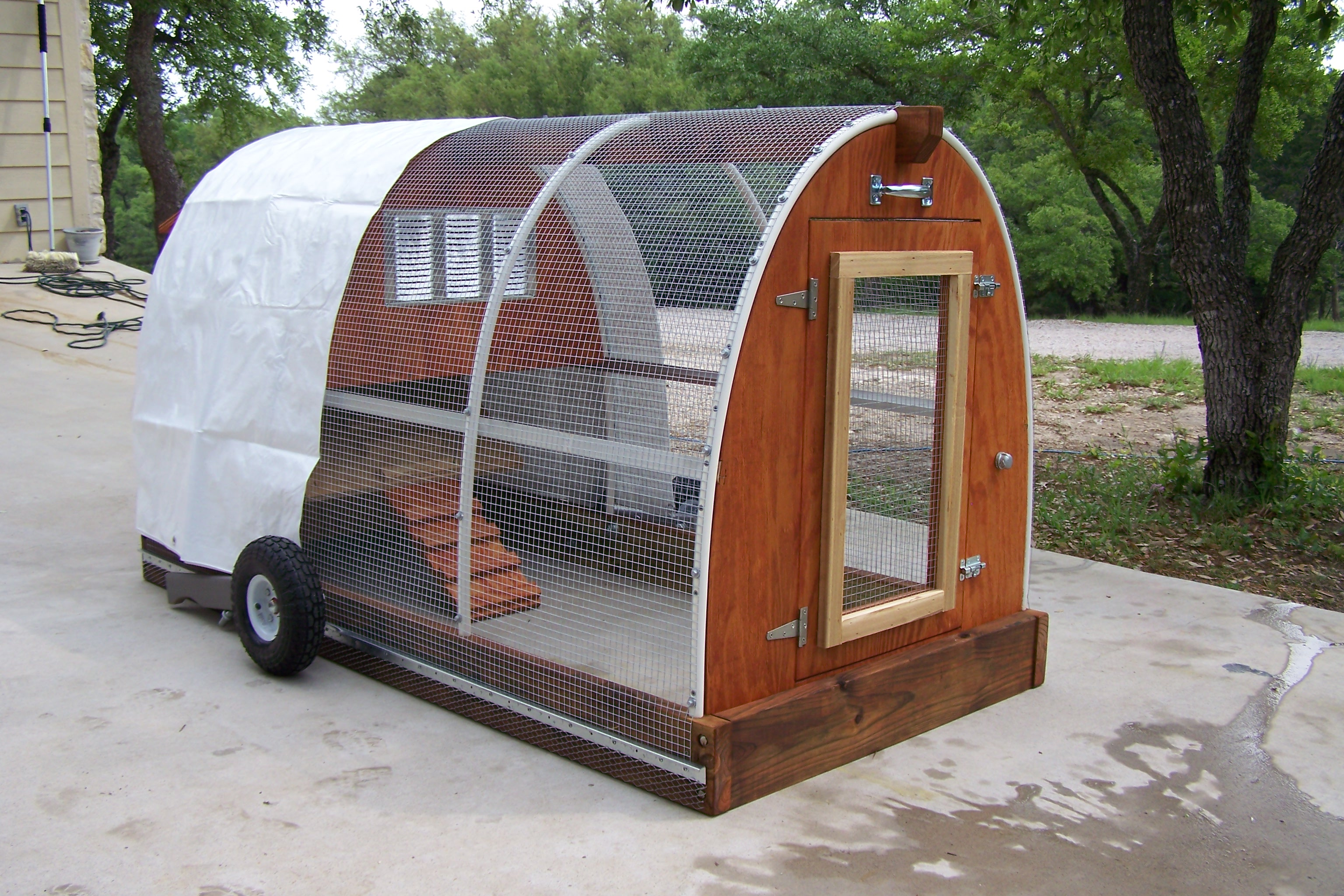 Coop chikens free mobile chicken coop plans for Mobile chicken coop plans